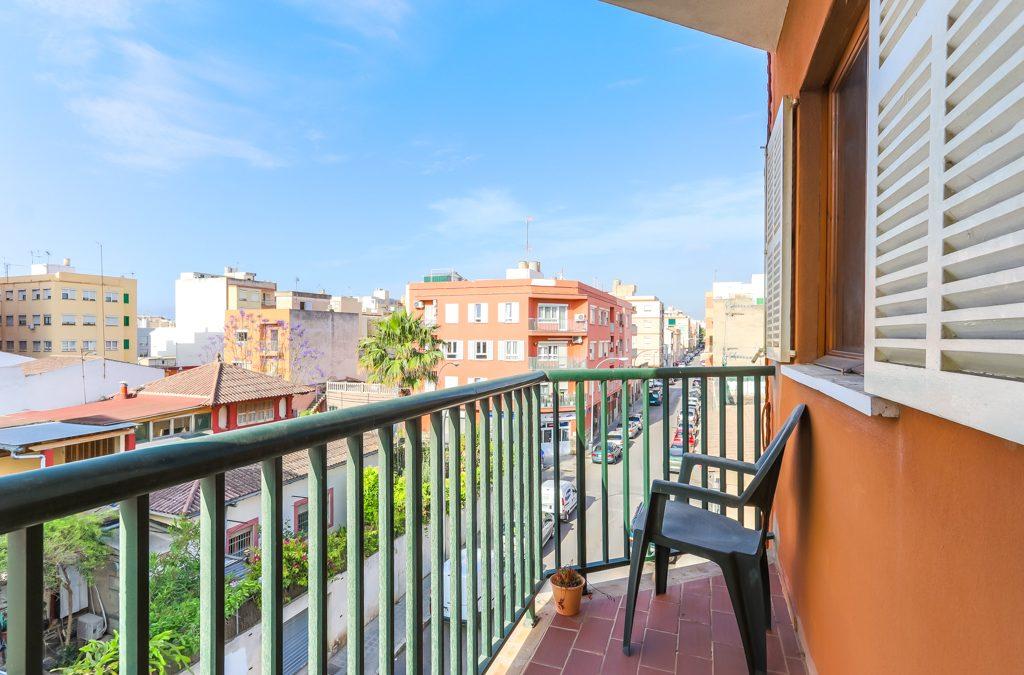 Estadio Balear Piso 3 dormitorios+balcón. Precio 133.000€